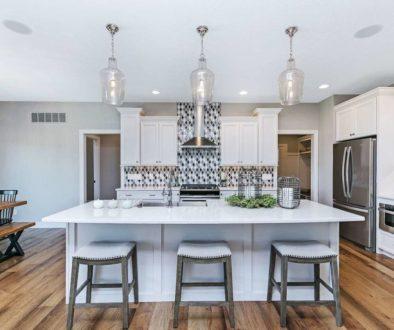 3718 Cobblestone Drive - Bettendorf - Kitchen
